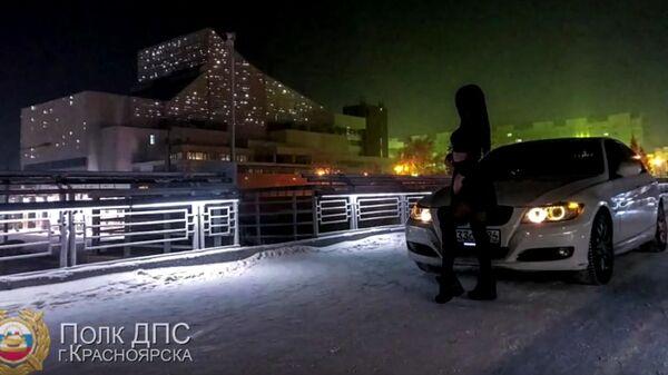 Девушка-водитель, выехавшая на пешеходный мост в Красноярске