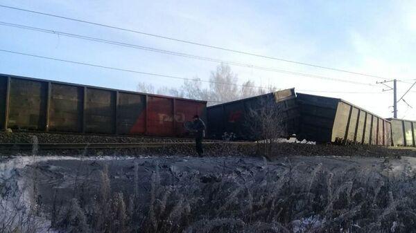 На месте схода вагонов грузового поезда под Иркутском. 12 января 2019
