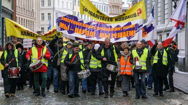 Участники марша за социальную справедливость в Риге. 12 января 2019