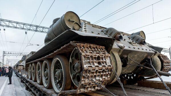 Эшелон с танками Т-34