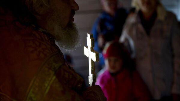 Священник во время богослужения