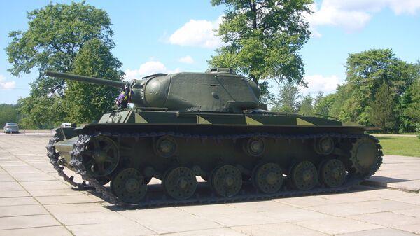 Танк КВ-1с у диорамы Прорыв блокады Ленинграда