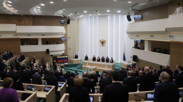 Парламентарии на пленарном заседании Совета Федерации РФ в Москве