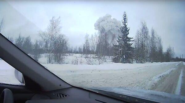 Стоп-кадр с автомобильного видеорегистратора взрыва на заводе Полипласт в Кингисеппе. 16 января 2019