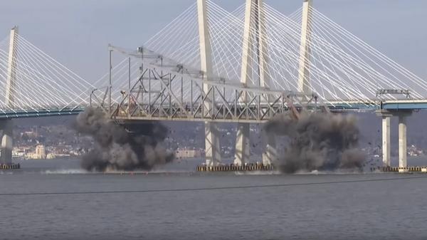 Видео взрыва моста в США