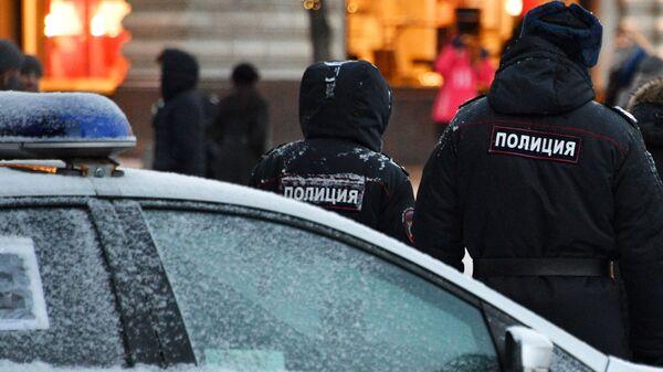 Сотрудники полиции на улице Москвы