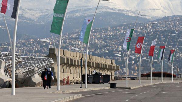 Флаги стран-участниц Лиги арабских государств на улице Бейрута, Ливан