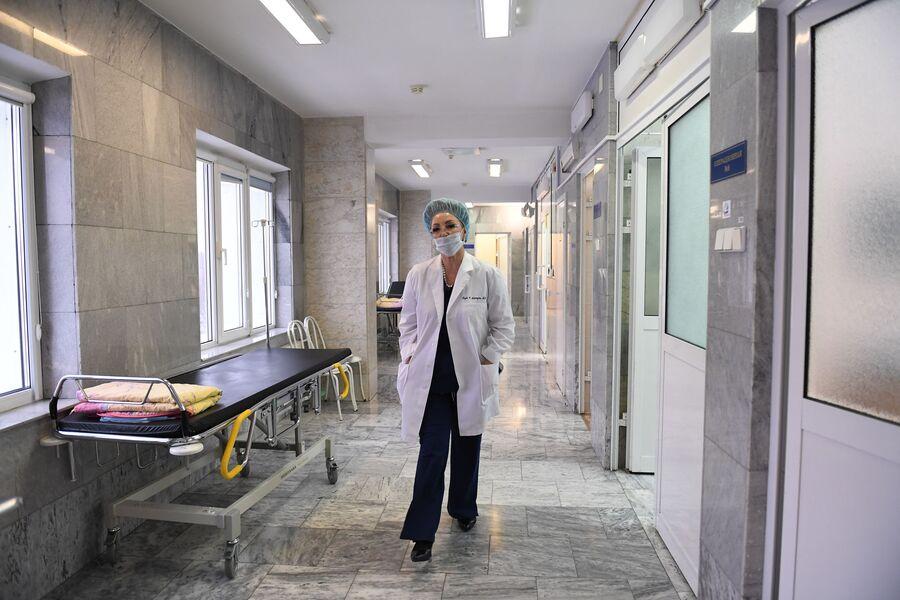 Главный акушер-гинеколог РФ в операционном отделении