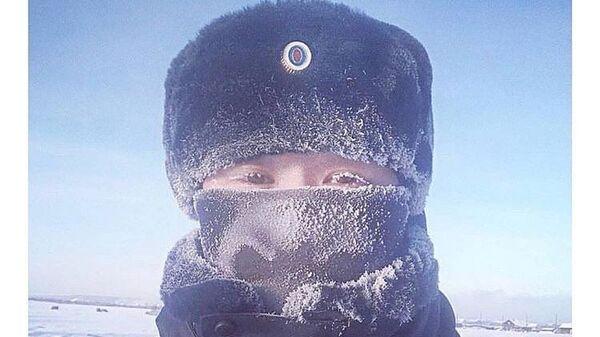 Флешмоб с фотографиями заснеженных от мороза ресниц организовали сотрудники правоохранительных органов Якути