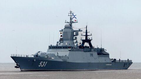 Корвет Сообразительный Балтийского флота во время прибытия в порт Балтийска