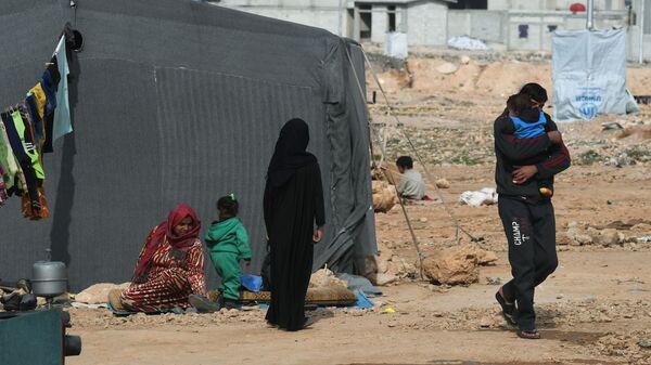 Сирийские беженцы из района Пальмиры в палаточном лагере