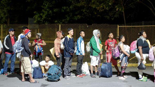 Мигранты из Гондураса на границе с Гватемалой. 19 января 2019