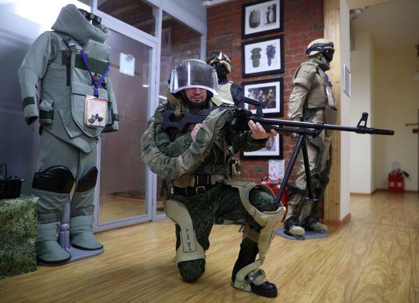 Демонстрация военного экзоскелета на АО ГБ Инжиниринг