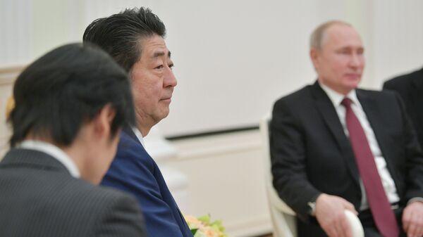 Премьер-министр Японии Синдзо Абэ во время встречи с президентом РФ Владимиром Путиным