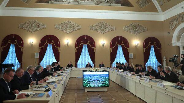 Президент РФ Владимир Путин на заседании попечительского совета МГУ имени М.В. Ломоносова