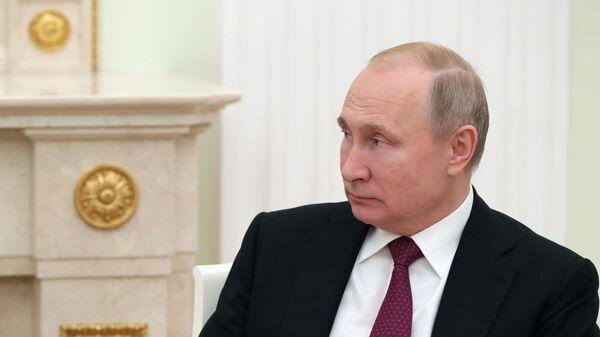 Президент РФ подписал закон о праве прокуратуры проверять счета чиновников за рубежом