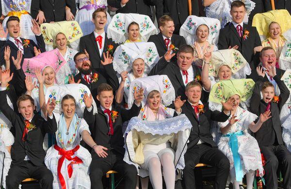 Лужичане в традиционных одеждах во время праздника Мясопуст в Бурге, Германия