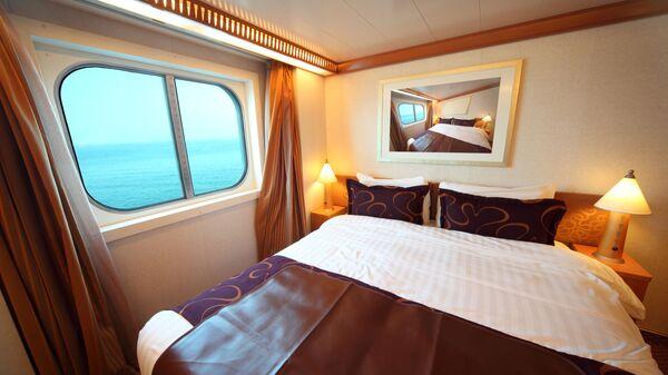 Каюта с двуспальной кроватью, с видом на море