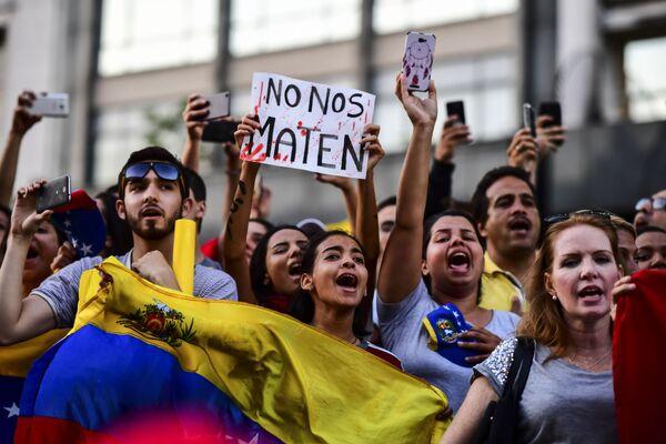 Демонстрация в поддержку главы оппозиции Хуана Гуаидо в Буэнос-Айресе. 23 января 2019