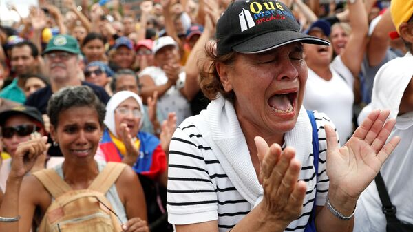 Участники митинга против президента Венесуэлы Николаса Мадуро в Каракасе