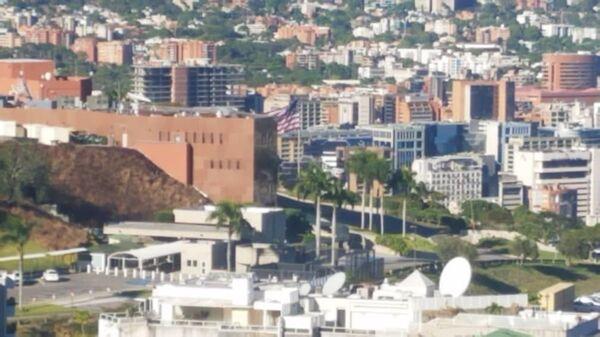 Флаг США по-прежнему развевается над посольством в Венесуэле