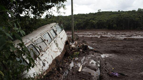 Последствия прорыва плотин на шахте корпорации Vale в штате Минас-Жерайс, Бразилия. 26 января 2019