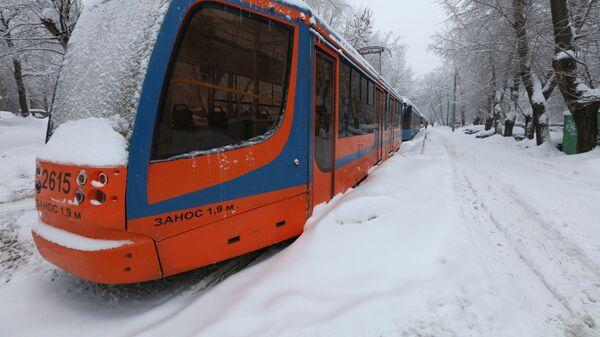 Трамвай во время снегопада