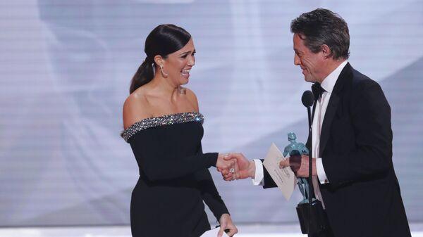 Мэнди Мур и Хью Грант на церемонии вручении премии Гильдии киноактеров США