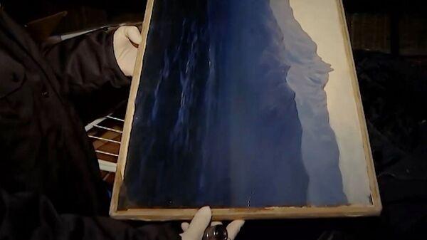 Похищенная картина Архипа Куинджи, во время изъятия полицейскими с территории строящегося объекта в поселке Заречье Московской области