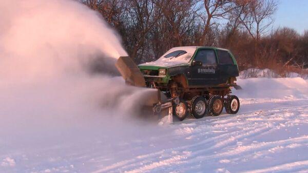 Курский монстр-трак: умелец собрал снегоуборочный комбайн из автохлама