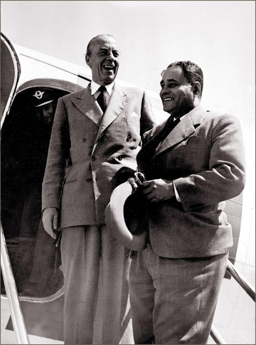 Фолке Бернадот с американским дипломатом Ральфом Банчем