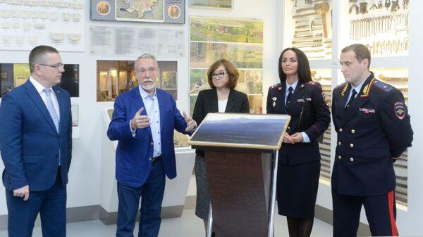 Церемония передачи картины Архипа Куинджи Ай-Петри. Крым