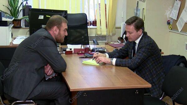 Сенатор от Карачаево-Черкесии Рауф Арашуков во время встречи со своим адвокатом в Следственном Комитете РФ в Москве. 30 января 2019