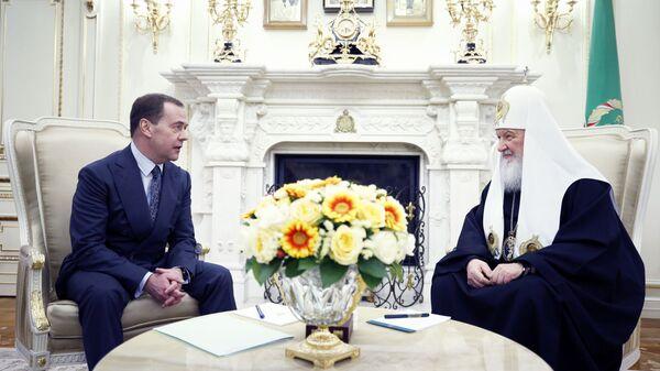 Председатель правительства РФ Дмитрий Медведев и патриарх Московский и всея Руси Кирилл во время встречи. 31 января 2019