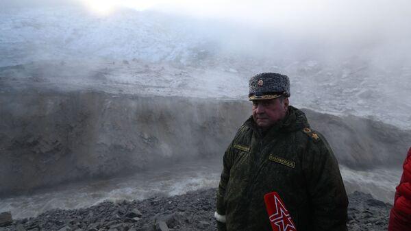 Заместитель Министра обороны РФ Дмитрий Булгаков на реке Бурея