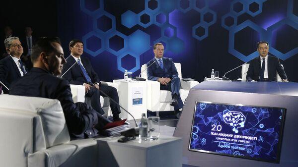Председатель правительства РФ Дмитрий Медведев на форуме Цифровая повестка в эпоху глобализации 2.0. Инновационная экосистема Евразии в Алма-Ате. 1 февраля 2019