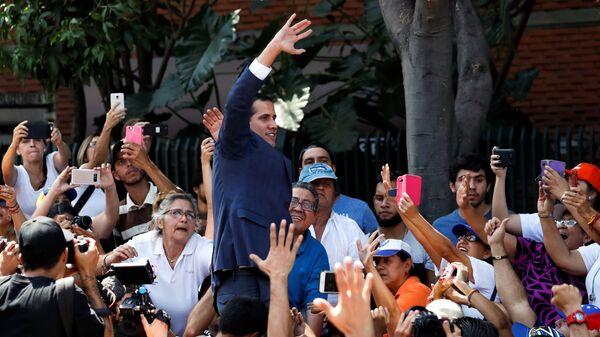 Лидер оппозиции Хуан Гуаидо, провозгласивший себя временным президентом страны, на митинге в Каракасе. 2 февраля 2019