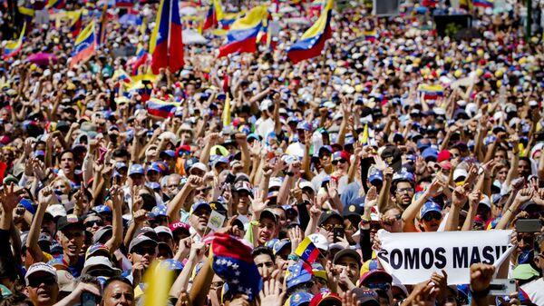 Акция в поддержку лидера оппозиции Х. Гуаидо в Каракасе