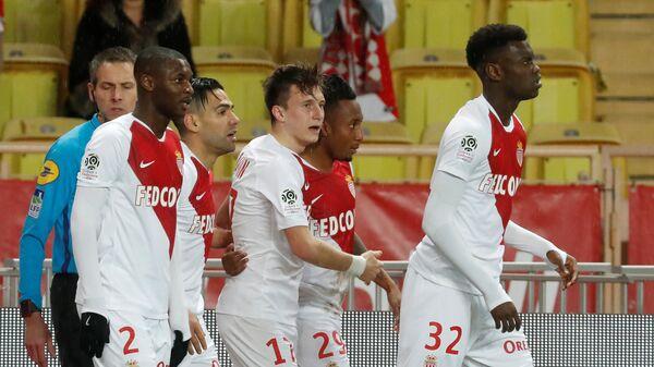 Полузащитник Монако Александр Головин (в центре) с партнерами по команде