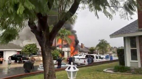 Cамолет врезался в дом в жилом районе в Йорба-Линда, Калифорния. 3 февраля 2018