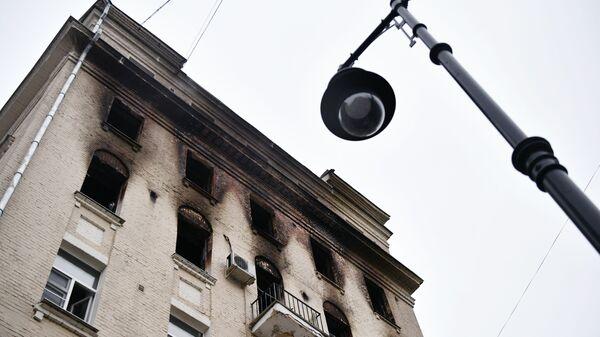 Жилой дом на Никитском бульваре в Москве, где произошел пожар