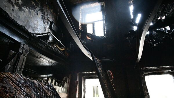 Последствия пожара в жилом доме на Никитском бульваре в Москве