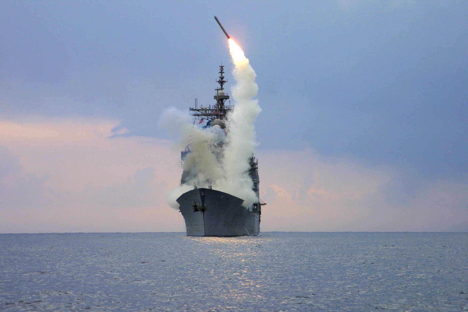 Запуск крылатой ракеты Томагавк с американского военного корабля USS Cape St. George - РИА Новости, 1920, 25.12.2020