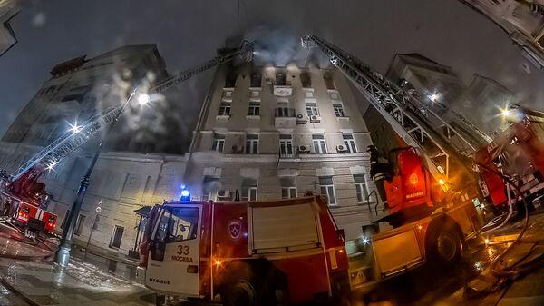 Пожар в жилом доме на Никитском бульваре в Москве