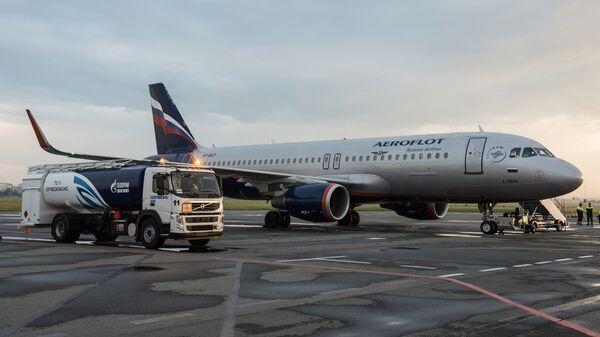 Заправка самолета Аэрофлота