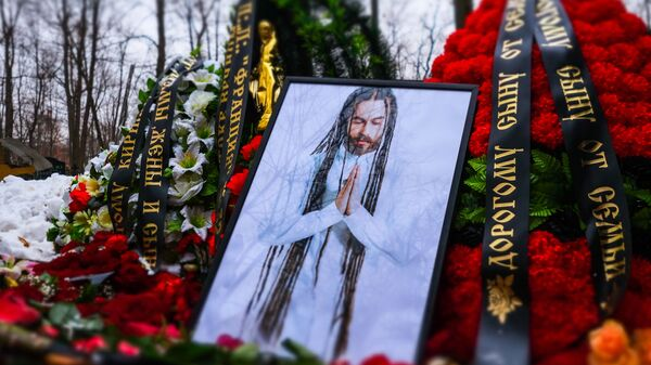 Могила рэпера Децла (Кирилла Толмацкого) на Пятницком кладбище Москвы