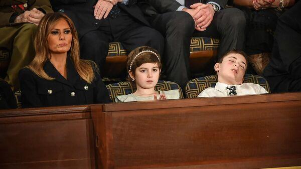 Первая леди США Меланья Трамп, Грейс Элайн и Джошуа Трамп во время выступления президента США в Конгрессе