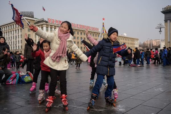 Дети во время празднования лунного Нового года в Пхеньяне