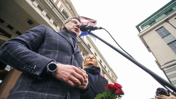 Мэр Риги Нил Ушаков выступает на митинге на Ратушной площади. 9 февраля 2019