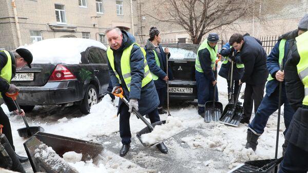 Врио губернатора Санкт-Петербурга Александр Беглов принял участие в уборке города от снега и наледи